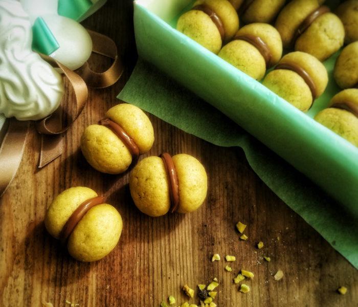 Baci di dama al pistacchio con farcitura alla Nutella